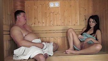 Мама села на лицо мокрощелкой юному ухажеру