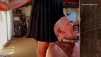 Две лезбиянки фетишистки одновременно ласкают ноги спутник друзья