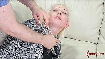 Белая девушка трахается с чернокожим мужиком