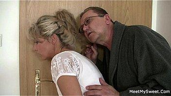 Ухажер долбит студенточку в гладкую вульву