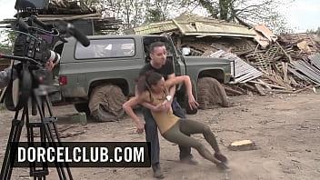 Алекс брилл в черных колготках мастурбирует член ухажера ножками и даёт юноше