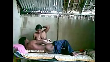 Девушка умело разбудила парня поцелуями, чтобы он ее выебал