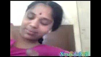 Жёсткая соло мастурбация девки перед веб камерой