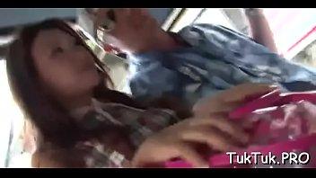 Мускулистый парень кончает на мордашку плоскогрудой азиатке вскоре после интима в писю